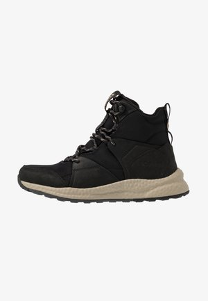 SH/FT OUTDRY BOOT - Trekingové boty - black/tan