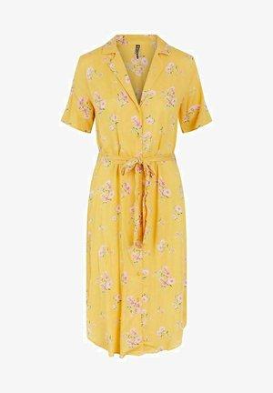 PCTRINA SHIRT MIDI DRESS - Shirt dress - banana