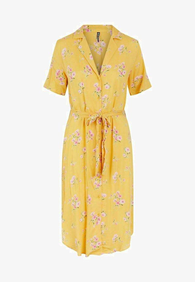 PCTRINA SHIRT MIDI DRESS - Sukienka koszulowa - banana