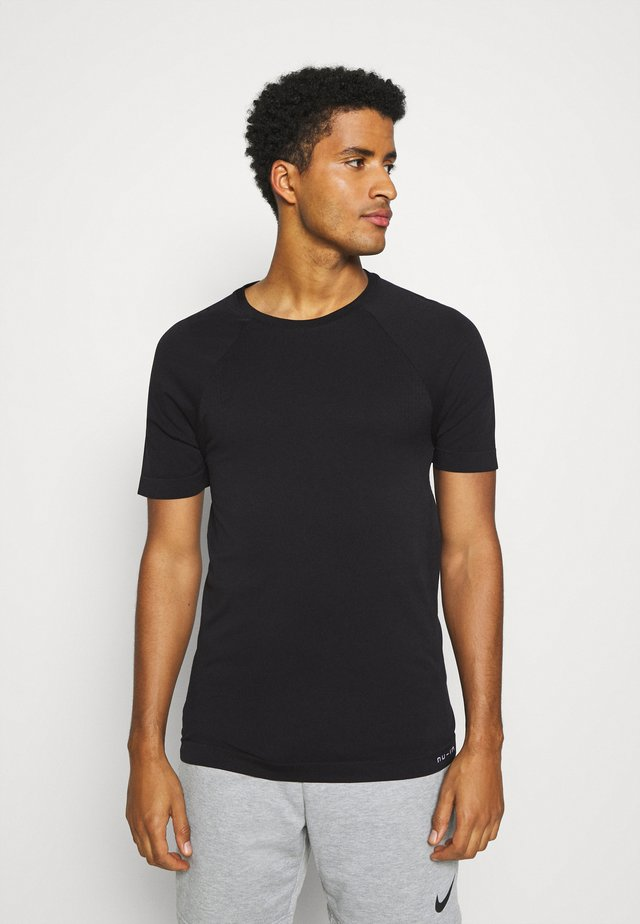 SHORT SLEEVE TRAINING  - T-shirts - black