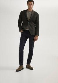 Massimo Dutti - MIT WEBKANTE - Slim fit jeans - black - 1