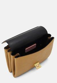 Coccinelle - ARLETTIS - Handbag - warm beige - 4