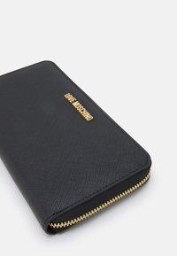 Love Moschino - BASIC LOGO ZIP WALLET - Wallet - nero - 4