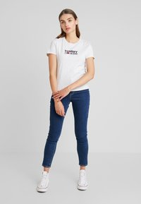Tommy Jeans - TJW CORP LOGO TEE - T-shirts print - pale grey heather - 1