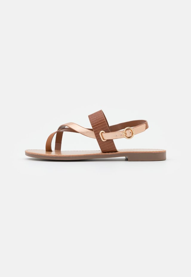 ONLMELLY TOE SPLIT  - Teensandalen - cognac