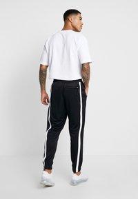 Nike Sportswear - AIR PANT - Träningsbyxor - black/white - 2