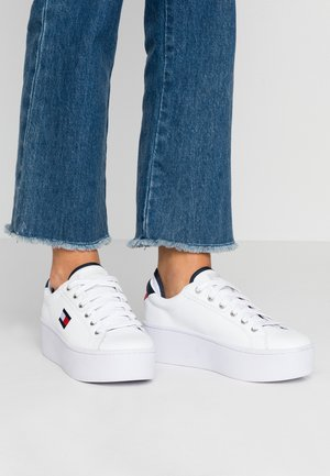 FLATFORM TOMMY JEANS SNEAKER - Trainers - red/white/black
