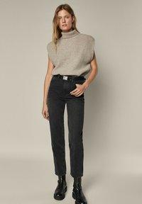 Massimo Dutti - Straight leg jeans - black - 0