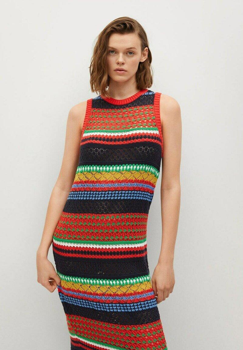 Mango - COLORI - Pouzdrové šaty - rouge