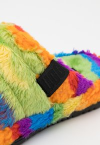 UGG - FLUFF YOU CALI COLLAGE UNISEX - Pantoffels - pride rainbow - 5