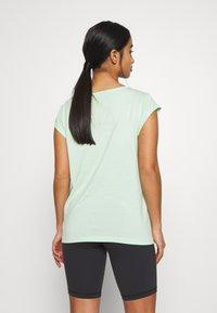 ONLY PLAY Petite - ONPMAGDALENA BURNOUT TEE PETITE - Camiseta estampada - green ash - 2