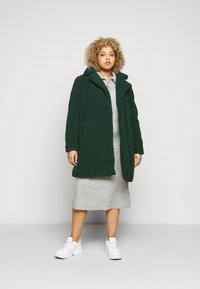 Noisy May Curve - NMGABI JACKET - Classic coat - ponderosa pine - 1