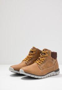TOM TAILOR - Sneakersy wysokie - camel - 2
