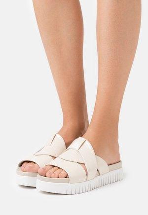 TULIP - Pantofle - kit