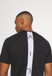 Jordan - AIR - Print T-shirt - black/white - 3
