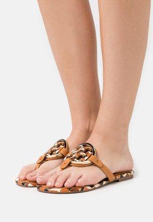 ENAMEL MILLER - T-bar sandals - elba camello