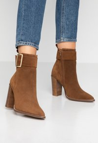 KIOMI - Classic ankle boots - brown - 0