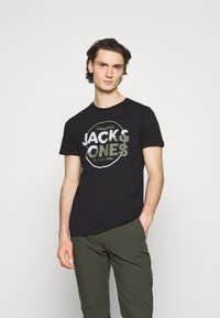 Jack & Jones - JCOSTAR TEE CREW NECK - Camiseta estampada - black - 0