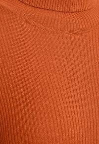 YAS Tall - YASSBIRIELLA ROLLNECK DRESS - Pouzdrové šaty - rust - 2