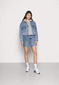 Nike Sportswear - HOODIE - Sweat à capuche - dark grey heather/white - 2