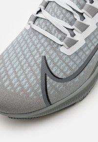 Nike Performance - AIR ZOOM PEGASUS 37 UNISEX - Neutral running shoes - particle grey/dark grey/black/white - 5