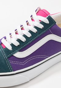 Vans - OLD SKOOL - Matalavartiset tennarit - fuschia purple/multicolor/true white - 6