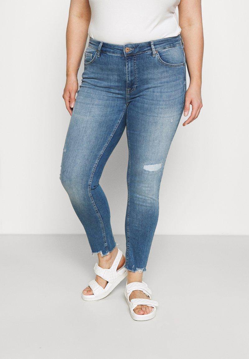ONLY Carmakoma - CARTARA LIFE  - Jeans Skinny Fit - medium blue