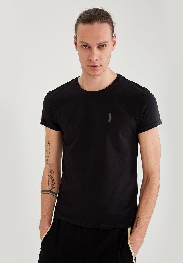MUSCLE FIT - T-shirt basic - black