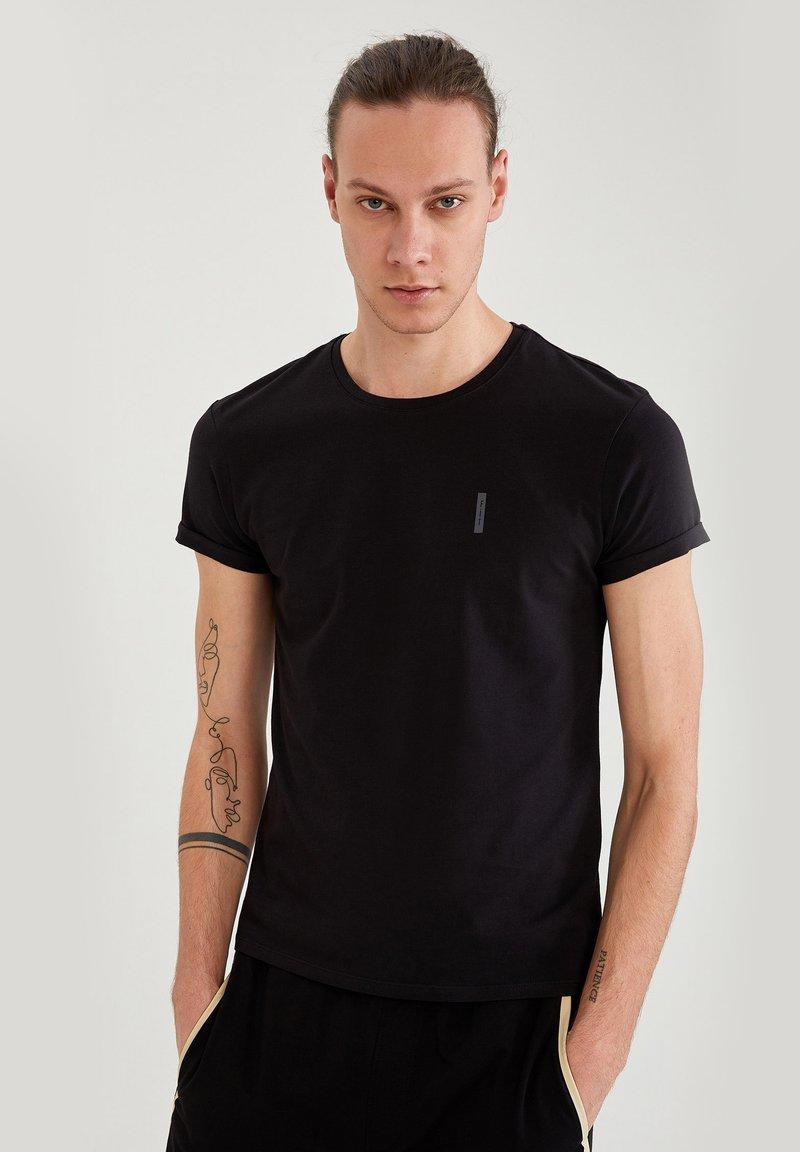 DeFacto Fit - MUSCLE FIT - T-shirt - bas - black