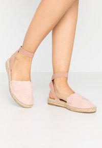 Dorothy Perkins - COURTNEY ELASTIC BACK SCALLOP - Loafers - nude - 0