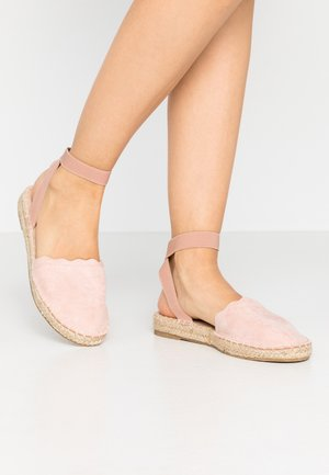 COURTNEY ELASTIC BACK SCALLOP - Loafers - nude