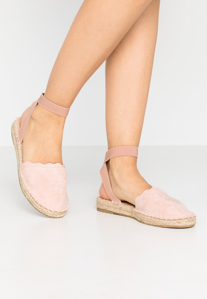 Dorothy Perkins - COURTNEY ELASTIC BACK SCALLOP - Loafers - nude