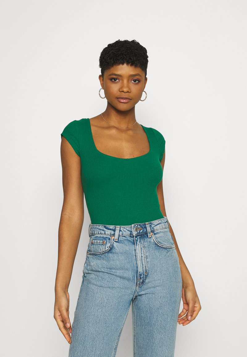 Glamorous - TIE BACK DETAIL - T-shirt con stampa - forest green