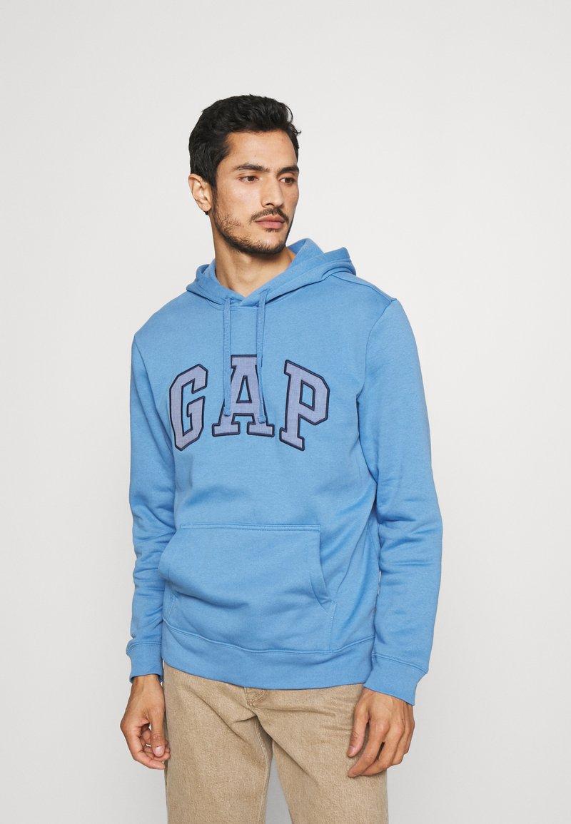 GAP - FILLED ARCH - Sweatshirt - jasper blue