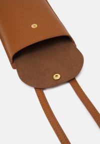 Coccinelle - PORTA TELEPHONO - Across body bag - caramel - 3