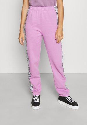 LOGOMANIA TAPE TROUSERS - Pantalon de survêtement - violet