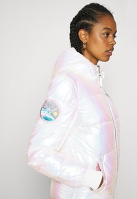 Alpha Industries - HOODED PUFFER NASA  - Winter jacket - white - 3