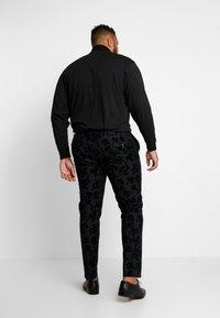 Twisted Tailor - KATRIN FLORAL FLOCK SUITPLUS - Suit - charcoal - 5