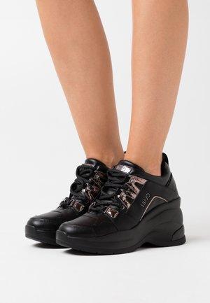 KARLIE REVOLUTION - Sneakersy niskie - black
