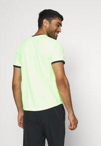 Nike Performance - DRY - T-shirt basic - ghost green/obsidian - 2