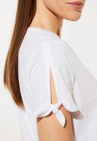 comma casual identity - Print T-shirt - white - 3