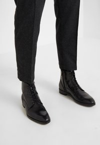 YMC You Must Create - HAND ME DOWN TROUSER - Trousers - charcoal - 4