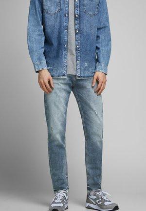 FRED ORIGINAL JOS - Jeans Tapered Fit - blue denim