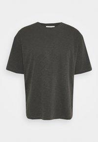 TRIPLE - Basic T-shirt - dark olive
