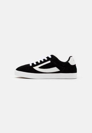 RETRO TRIM - Sports shoes - black/eggshell