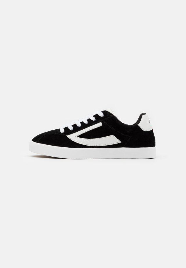RETRO TRIM - Scarpe da fitness - black/eggshell