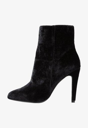 NOOS - Kotníková obuv na vysokém podpatku - black