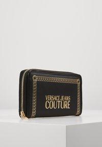 Versace Jeans Couture - PRINT WALLET - Plånbok - black - 4