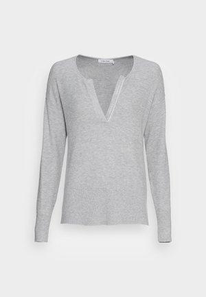 ESSENTIAL OPEN NECK SWEATER - Strikkegenser - light grey heather