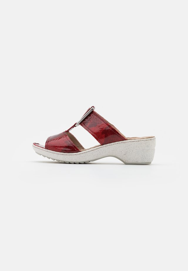 Heeled mules - red